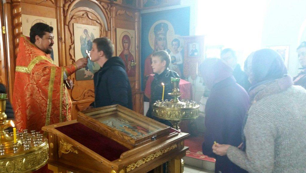 Богослужение в храме во имя св. вмц. Анастасии Узорешительницы с.Костенки
